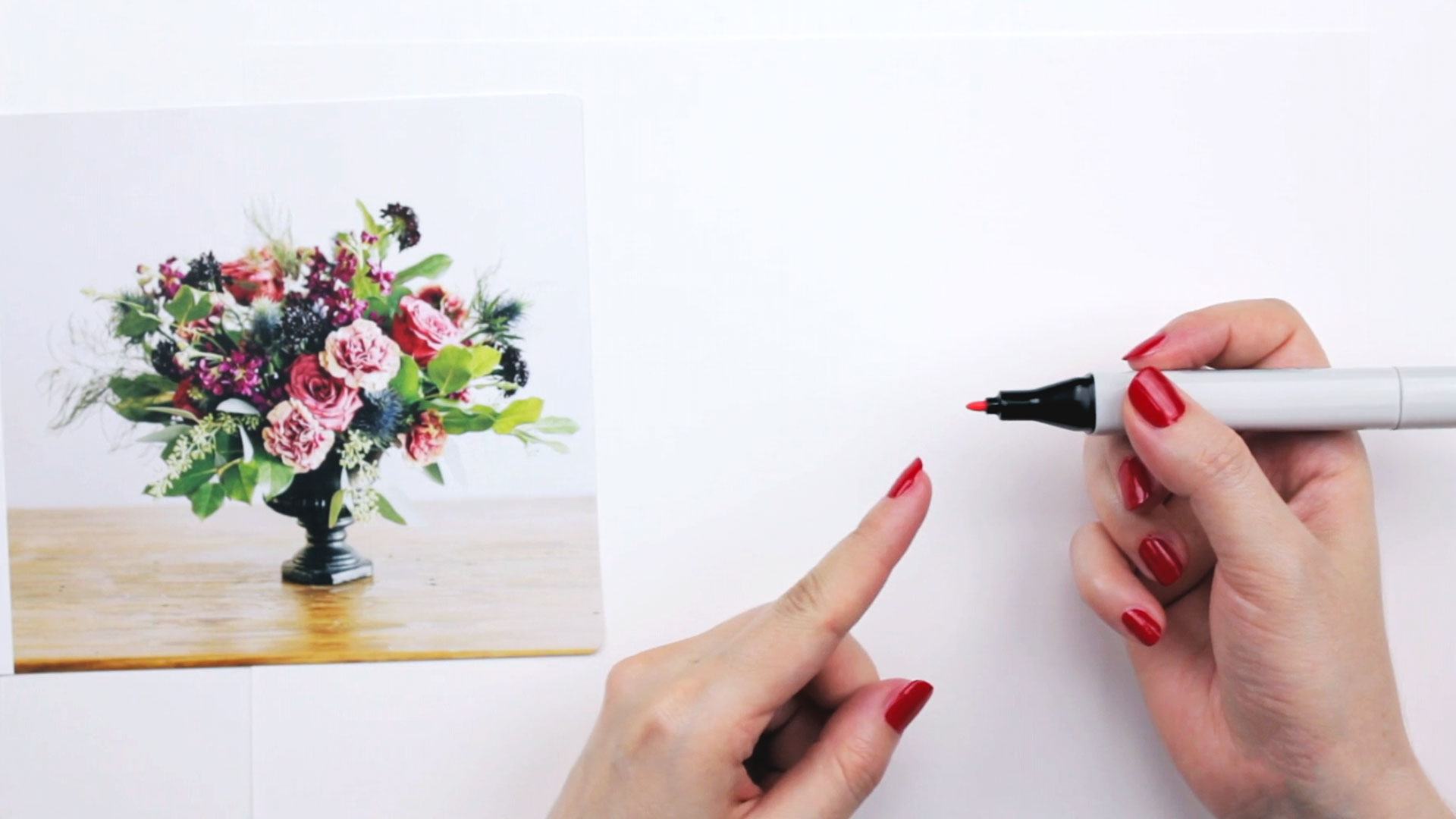 Видео мастер-класс «Как нарисовать маркером цветочную композицию»