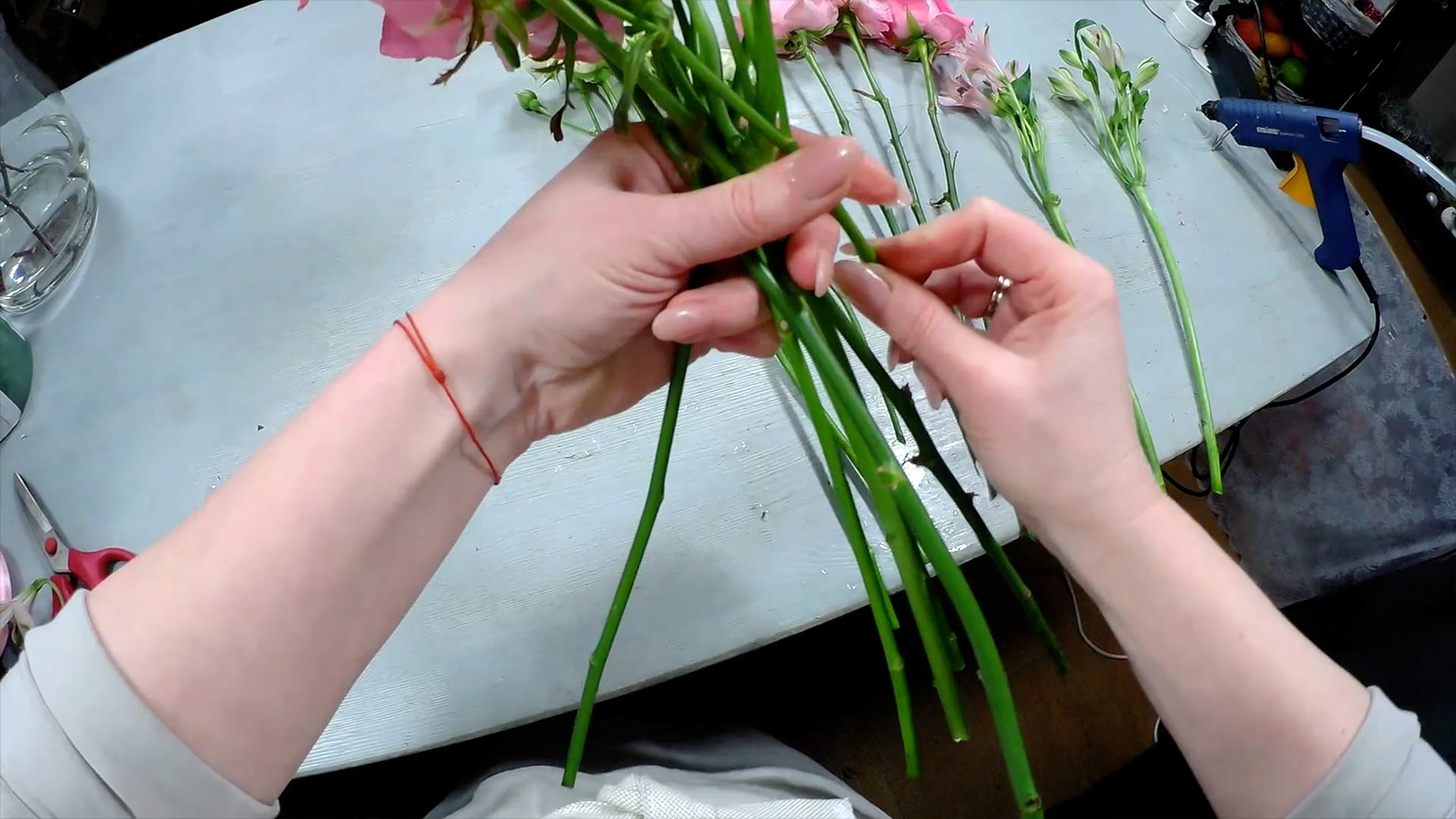 Видео мастер-класс «Техника выполнения свадебного букета. Круглый букет вспиральной технике»
