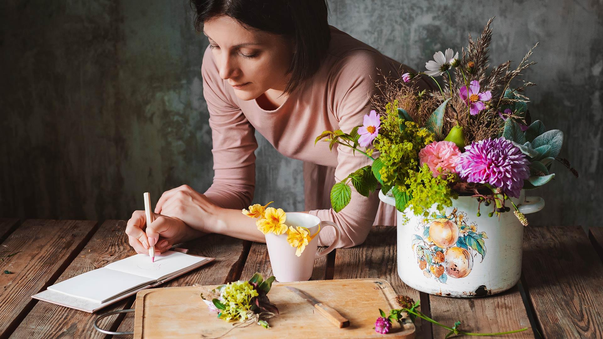 Видео мастер-класс «Как акварелью нарисовать цветочную композицию»