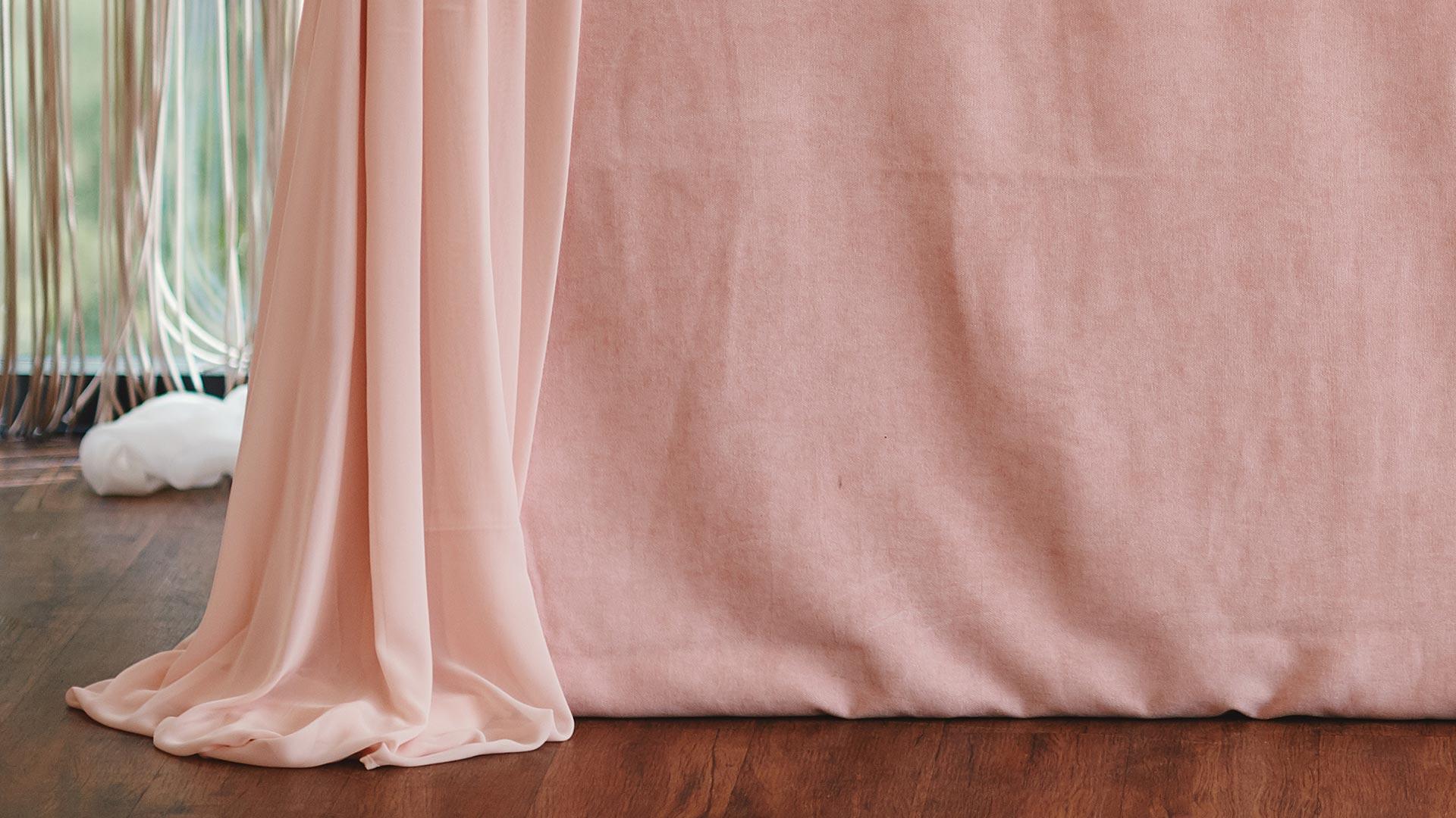 Видеоурок «Как рисовать текстиль, который лежит складками наполу»