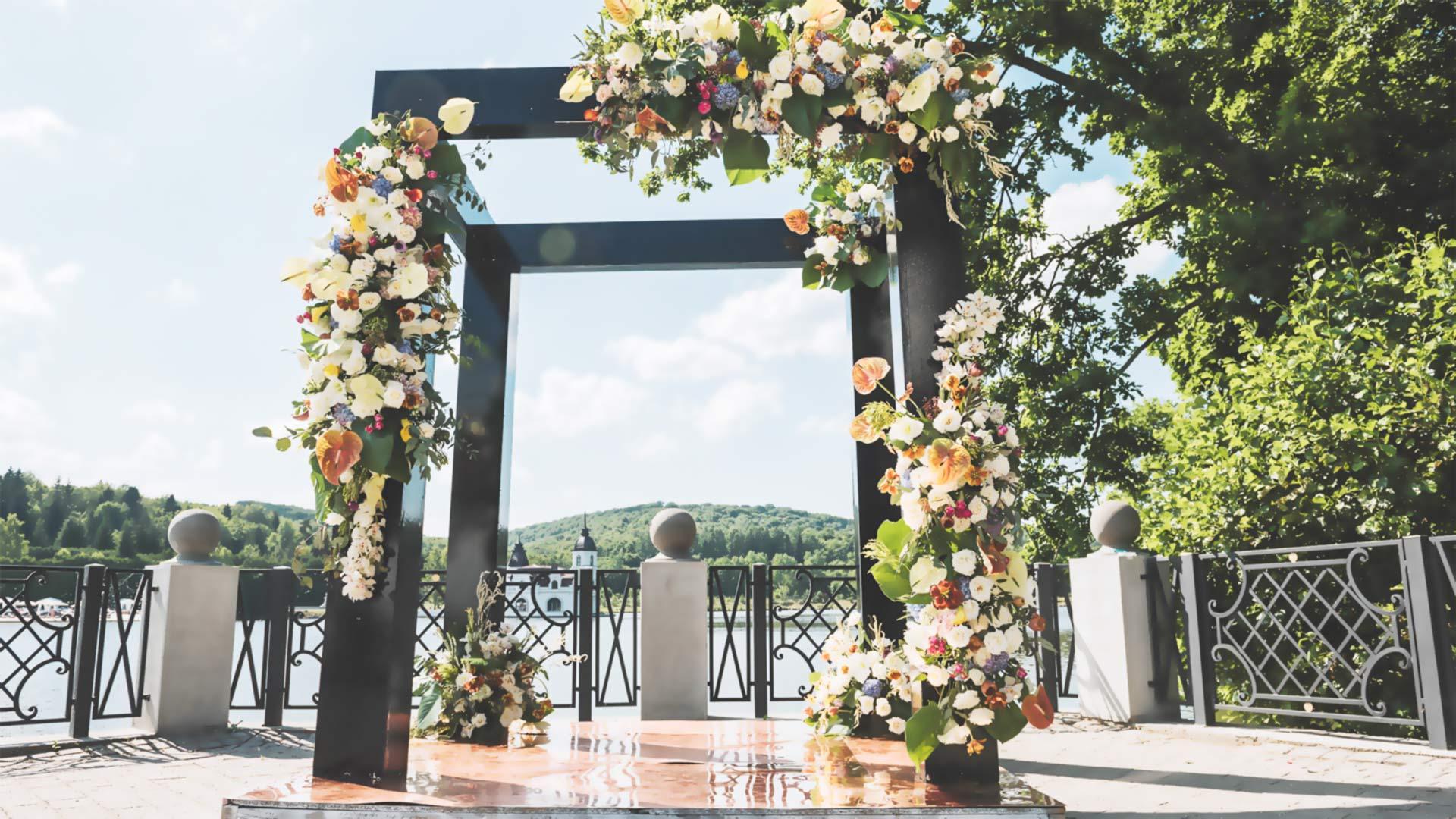 Видеоурок «Обзор каркасов свадебных арок»